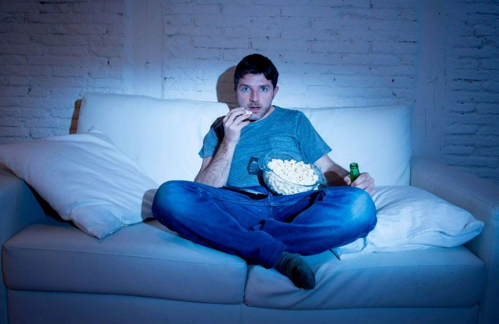 Ngồi trước màn hình hàng giờ sẽ tạo ra một lối sống không lành mạnh.
