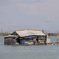 Bí ẩn ngôi làng đang chìm dần xuống biển