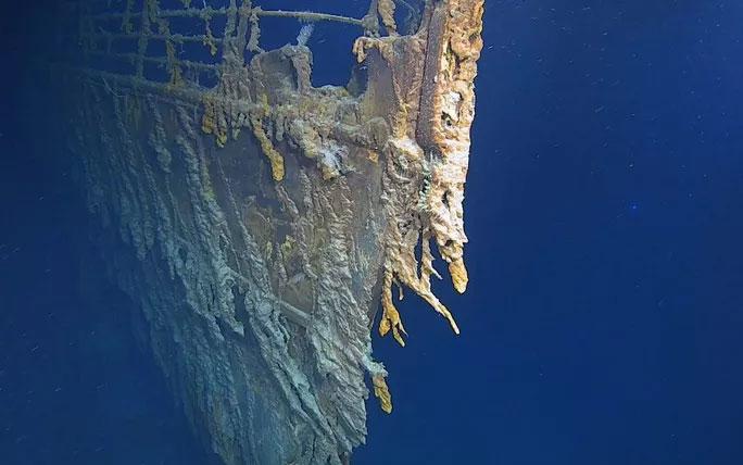 Ở độ sâu 4.000m dưới bề mặt Đại Tây Dương, muối và vi khuẩn đã ăn mòn các bộ phận của tàu Titanic.