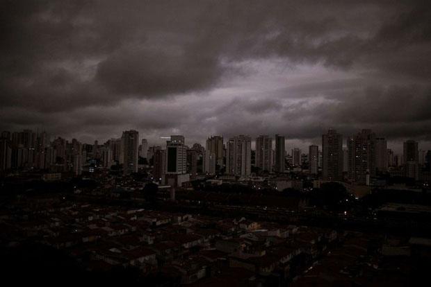 """Cư dân thành phố São Paolo chìm trong những """"cơn giông đen kịt"""" ngày 19/8/2019"""