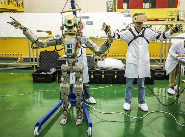 Robot Skybot F-850 (Fedor) của Nga được thử nghiệm tại sân bay vũ trụ Baikonur, Kazakhstan. (Ảnh: AFP/TTXVN).