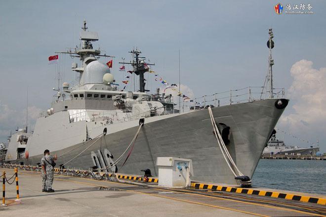 Sự xuất hiện của Tàu 016-Quang Trung cũng dành được sự chú ý đặc biệt của các phóng viên