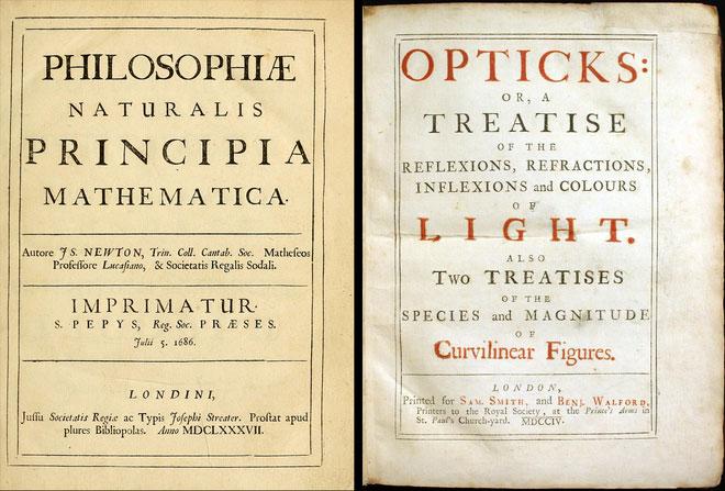 Cuốn Principia bằng tiếng Latin và cuốn Opticks bằng tiếng Anh của Newton.