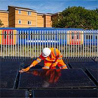 Đường ray năng lượng mặt trời ở Anh