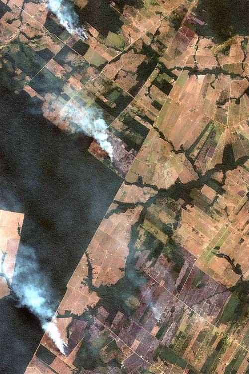 Đám khói bốc lên từ các khu vực nông nghiệp của Amazon.