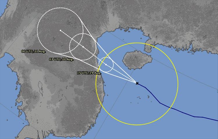 Dự báo hướng đi và thời gian đổ bộ vào các tỉnh miền Trung của đài dự báo Nhật Bản, sáng 29/8.