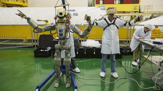 Skybot F850 có chế độ tự hành hoặc được con người điều khiển.