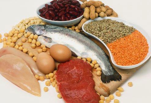 Không nên ăn quá nhiều một loại thực phẩm như thực phẩm nhiều chất đạm, tinh bột.