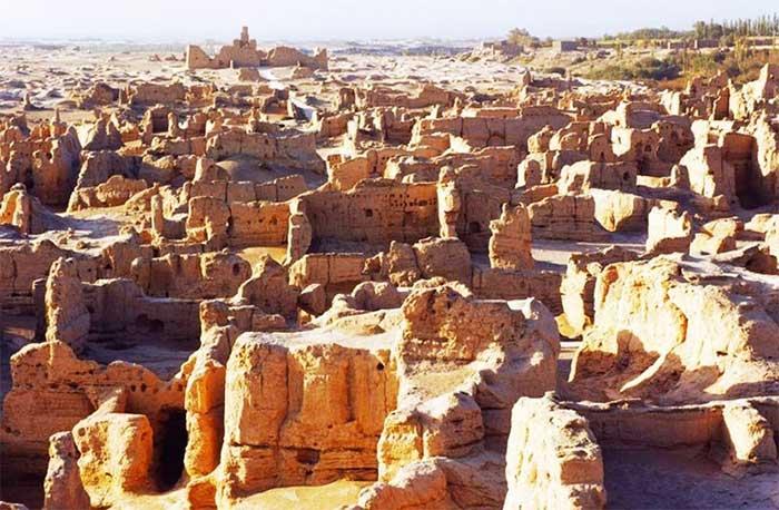 Dấu tích của thành cổ Lâu Lan.