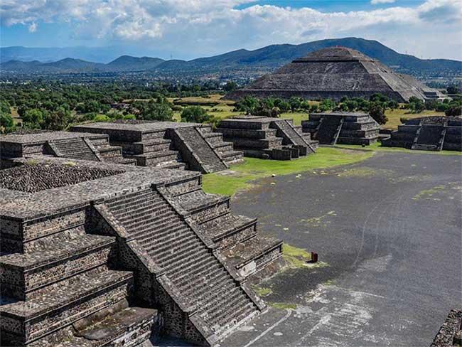 Kim tự tháp mặt trời ở Teotihuacan