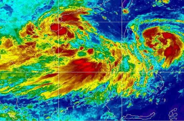 Hai áp thấp nhiệt đới trên biển Đông và vùng áp thấp sắp thành bão ngoài khơi Philippines