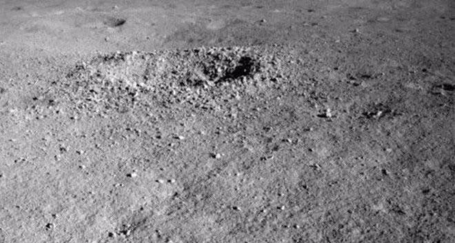 Miệng núi lửa trên Mặt Trăng.