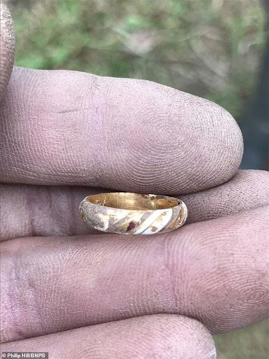 Hiện chưa rõ giá trị của chiếc nhẫn vàng.