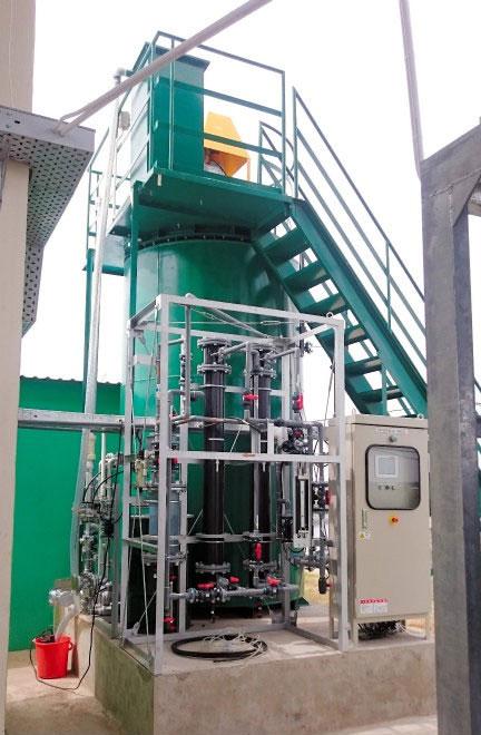 Hệ thống tạo điện thử nghiệm, sử dụng nhiên liệu là bùn ao, rơm và một số loại phế thải khác.