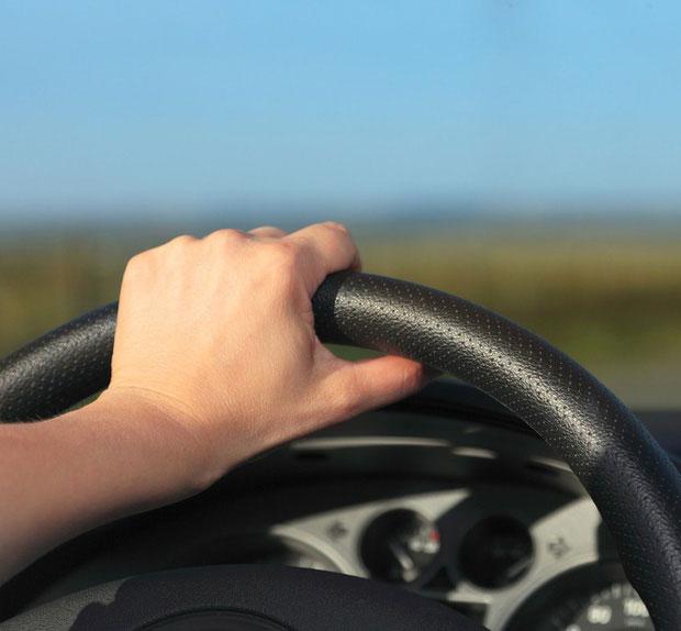 Thuận tay trái lái xe tốt hơn