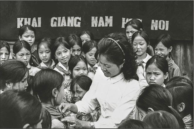 Khai giảng năm học mới tại trường THCS An Thượng, Hoài Đức, tháng 9/1971.