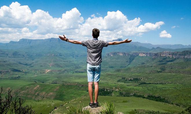 Bạn không được tạo ra để ngồi quá lâu, hãy đứng dậy, thay đổi tư thế và cơ thể của bạn sẽ cảm ơn bạn.