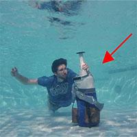 Thử nghiệm thả bình nitơ lỏng xuống nước: Điều diễn ra tiếp theo khiến ai cũng bất ngờ!