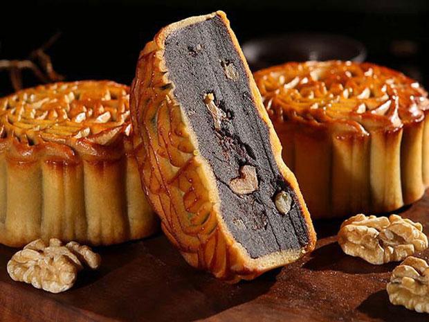 Với đặc tính vừa ngọt vừa béo, bệnh nhân tim mạch cần phải cảnh giác cao độ với bánh Trung thu.