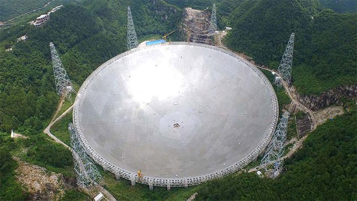 Kính viễn vọng vô tuyến FAST ở vùng núi huyện Bình Đường, tỉnh Quý Châu.