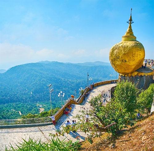 Tảng đá vàng ở Myanmar