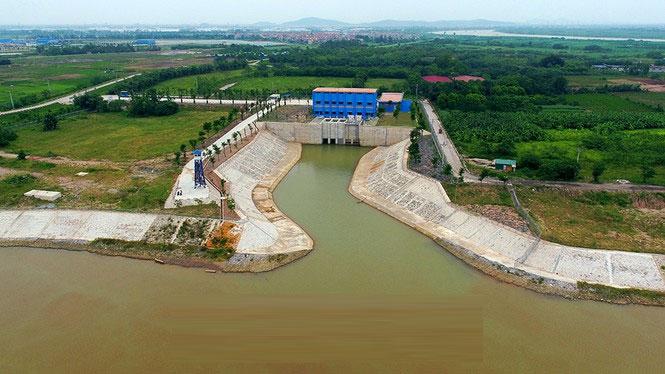 Cửa lấy nước từ sông Đuống cung cấp nguồn vào cho nhà máy.
