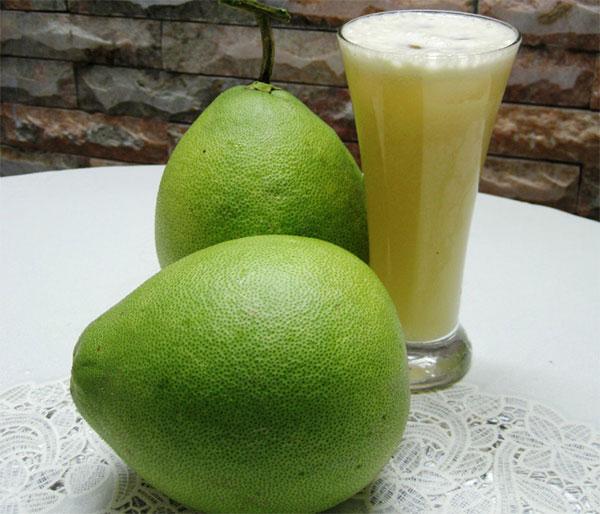 Người dùng thuốc hạ huyết áp theo đường uống nên cố gắng ăn riêng với bưởi.