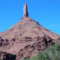"""Tại Mỹ, có một cột đá cao 120 mét """"đung đưa"""" khi gặp động đất và gió lớn"""
