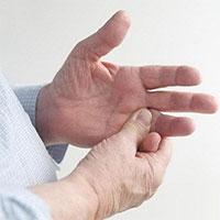 Tại sao lại bị đau khớp ngón tay?