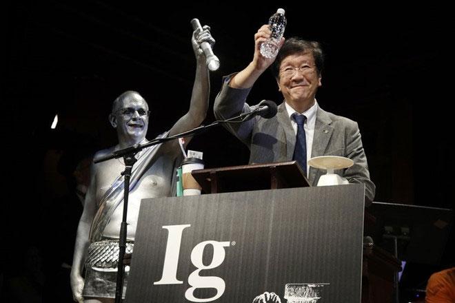 Nhà khoa học Shigeru Watanabe của Nhật Bản được tặng giải Ig Nobel Hóa học