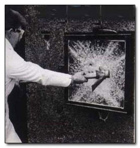 Thử nghiệm kính an toàn.