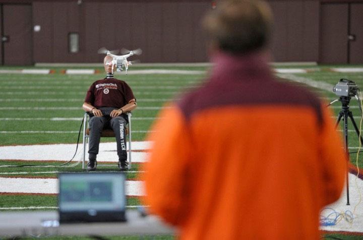 Thử nghiệm đâm drone vào vùng đầu của con người từ nhiều hướng