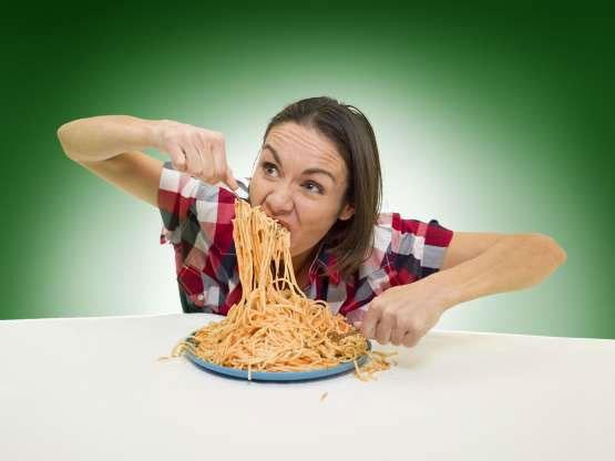 Cô Michelle Lesco đạt kỷ lục người ăn mì pasta nhanh nhất thế giới, với thời gian 26,69 giây.