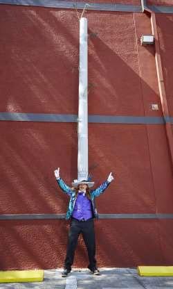 Chiếc mũ dài nhất thế giới, với chiều dài 4,8m thuộc về anh Odilon Ozare tại Florida, Mỹ.