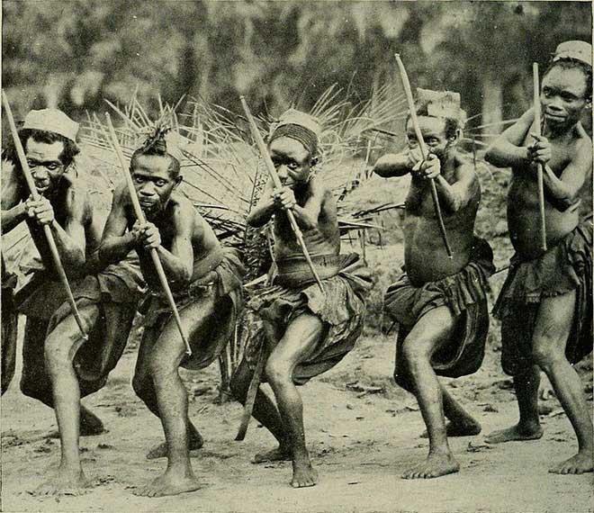 Tuy có thân hình nhỏ bé nhưng người Pygmy lại phát triển sinh lý rất sớm.