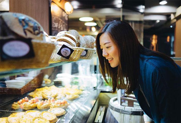 Khi đói, con người thường đưa ra những quyết định kém khôn ngoan?