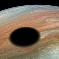 Tàu NASA chụp ảnh nhật thực trên sao Mộc