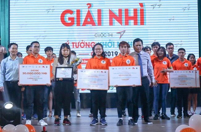 Sản phẩm áo thun Living của nhóm vừa xuất sắc đoạt giải Nhì cuộc thi Ý tưởng khởi nghiệp (CiC) năm 2019