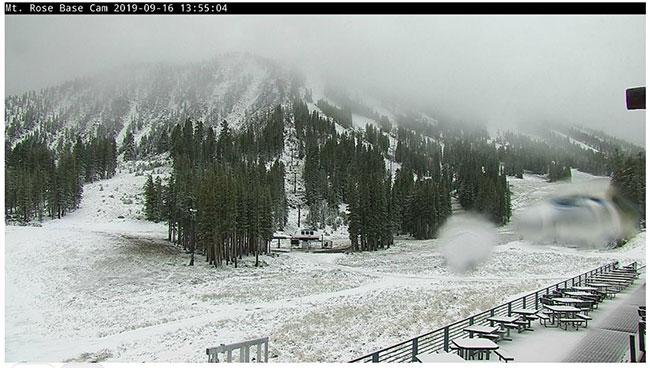 Tuyết rơi quanh khu vực hồ Tahoe