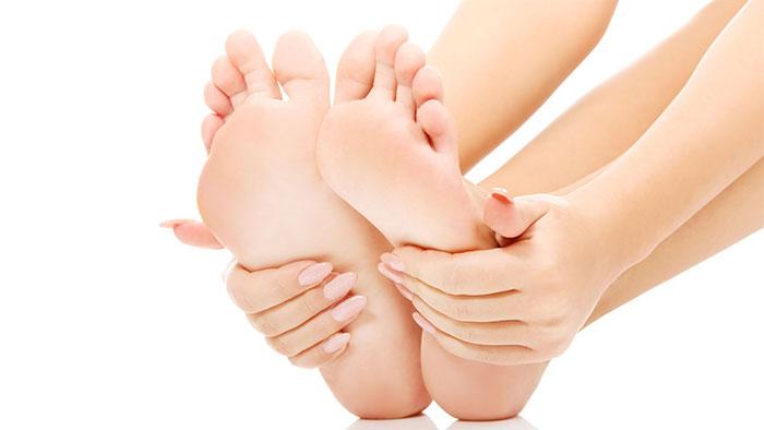Đau lòng ởbàn chân, đau má ngoài bàn chân là dấu hiệu của nhiều căn bệnh nguy hiểm.