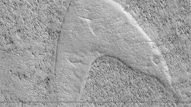 Dung nham nguội lưu lại dấu tích các cồn cát di chuyển dọc về phía Đông Nam sao Hỏa