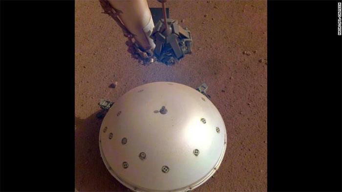 Máy đo địa chấn của NASA đang đo độ mạnh động đất trên sao Hỏa lần đầu ngày 6/4.