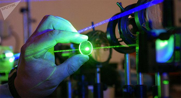 Máy phát tia laser
