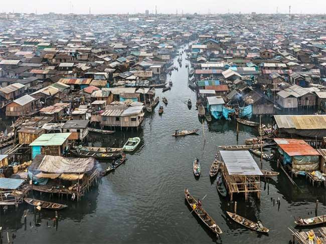 Vùng Makoko ở Nigeria, những người dân nghèo phải sống trong những khu ổ chuột tạm bợ