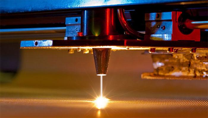 Hàn thuỷ tinh và kim loại vào nhau là một bước tiến quan trọng về độ linh hoạt trong sản xuất và thiết kế.