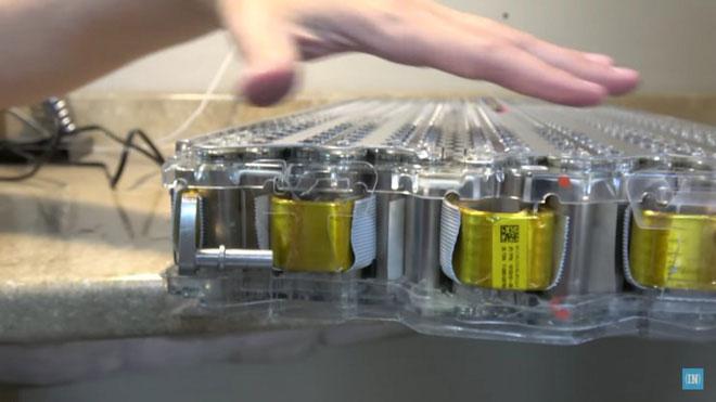 Thay vì sử dụng tinh thể NMC trong cực dương, pin mới sử dụng một tinh thể có kích cỡ lớn hơn.
