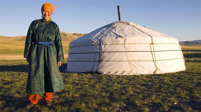 Phụ nữ Mông Cổ thường giữ vai trò quan trọng trong gia đình và xã hội.