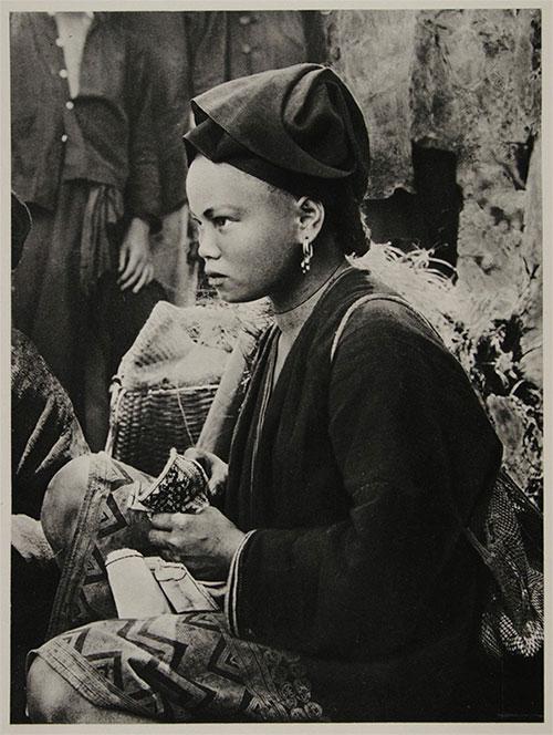 Phụ nữ người Mường ở thị trấn Chợ Bờ, Hòa Bình.
