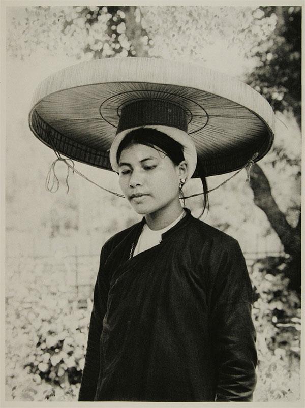 Phụ nữ người Kinh ở thị trấn Chợ Bờ.
