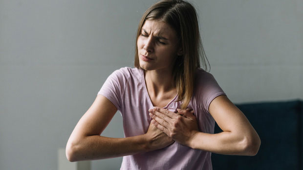 Việc hít oxy vào cơ thể bị suy yếu thì điều này cảnh báo phổi đang bị tổn thương rất lớn.